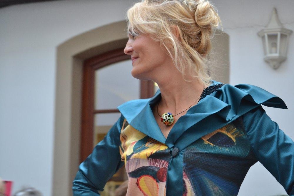 KARNEVAL - sako a šperk Zuzany Bubílkové